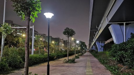 solar post lights in road