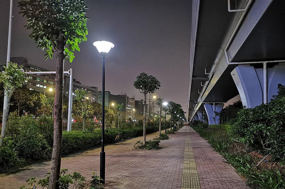 solar post lights in road