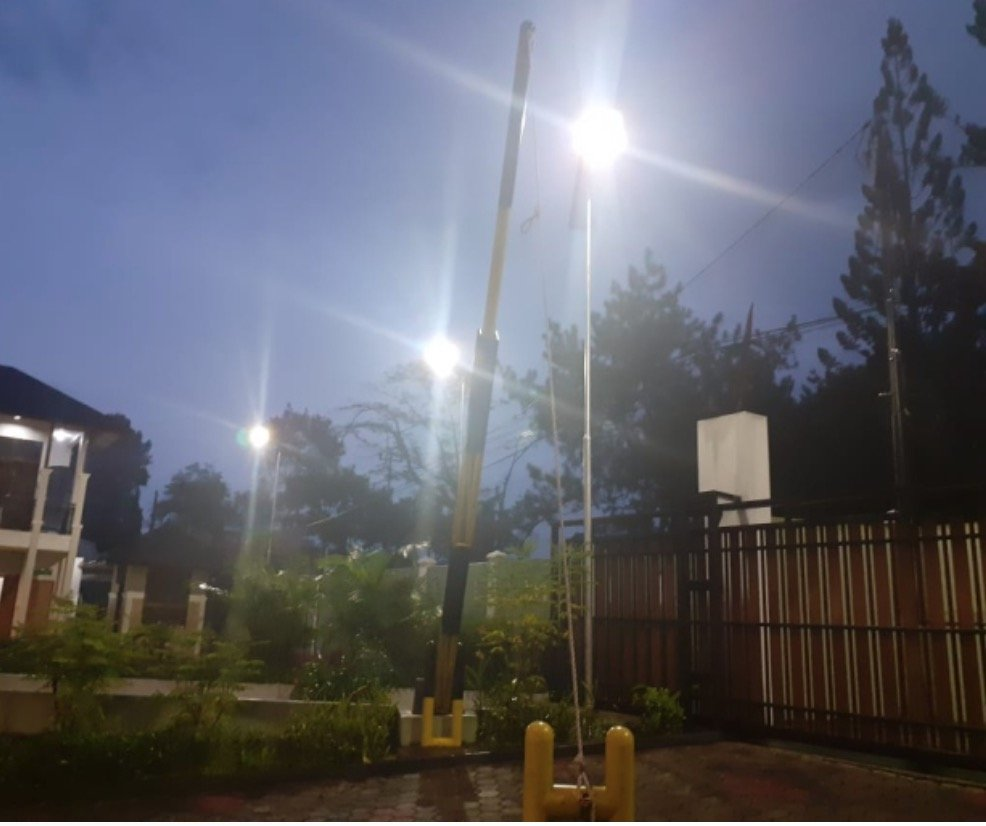 solar street light at night