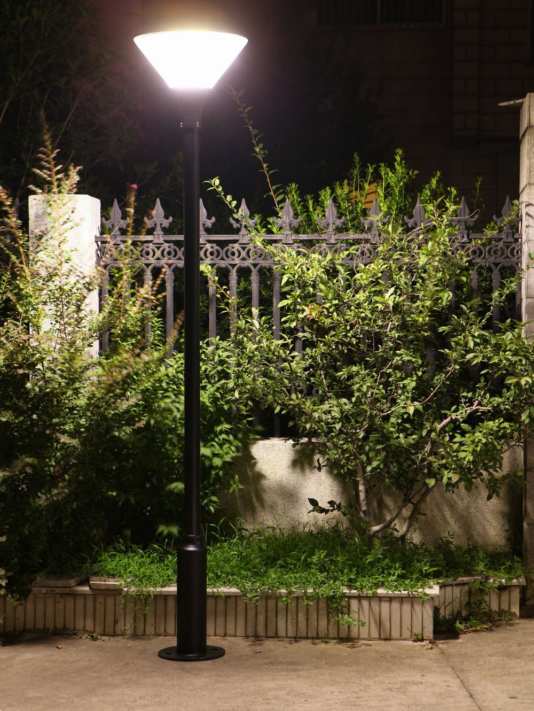 solar pole light in the garden